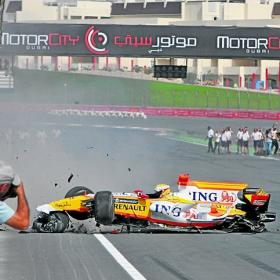 Como destruir un auto de F1