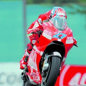 """""""Stoner va al límite y la Ducati da estrés"""" Stoner_va_limite_Ducati_da"""
