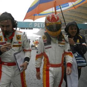 Alonso, tercer tiempo en una sesión libre desvirtuada por la lluvia Lluvia_condicionando_primera_sesion_entrenamientos