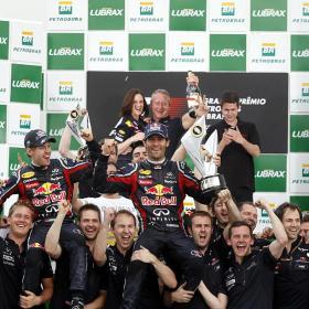 Webber lidera el doblete de Red Bull con Alonso cuarto