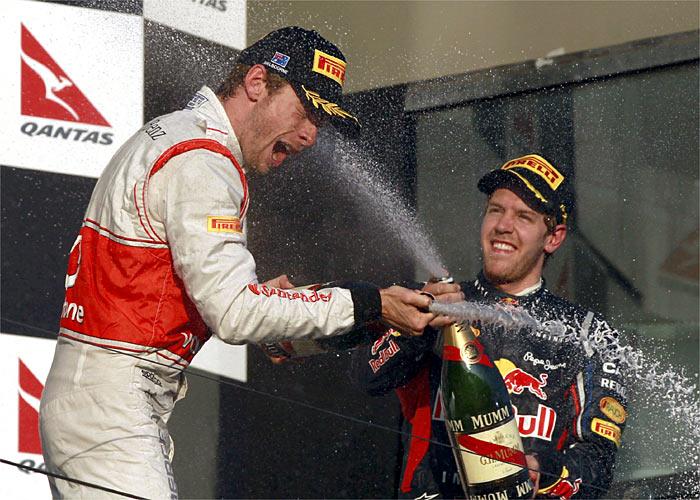 Jenson Button vuela, Fernando Alonso impresiona