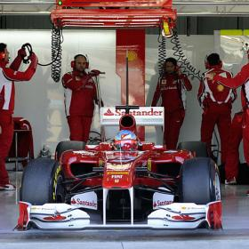 Alonso, el más rápido en un día marcado por la lluvia