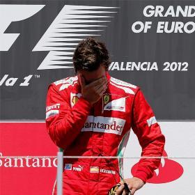 Alonso obra el milagro en Valencia y es líder del Mundial
