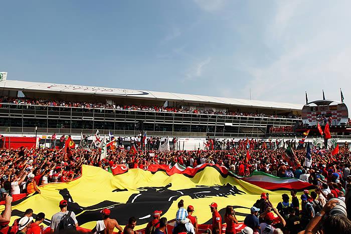 Alonso remonta hasta el podio del destino