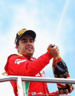"""""""Vettel no se concentra en la política y la prensa y Alonso sí"""""""