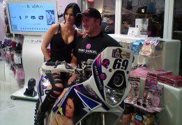 Hugo Payen y su moto porno salen vivos de las dunas