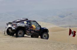 Carlos Sainz abandona el Dakar por problemas mecánicos