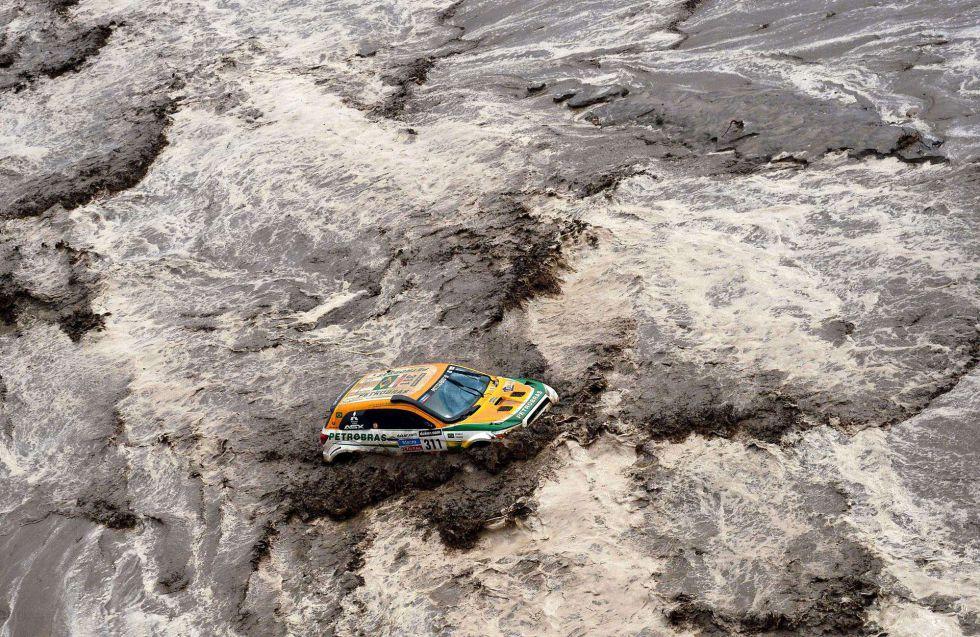 El agua interrumpió la etapa de coches y camiones de hoy