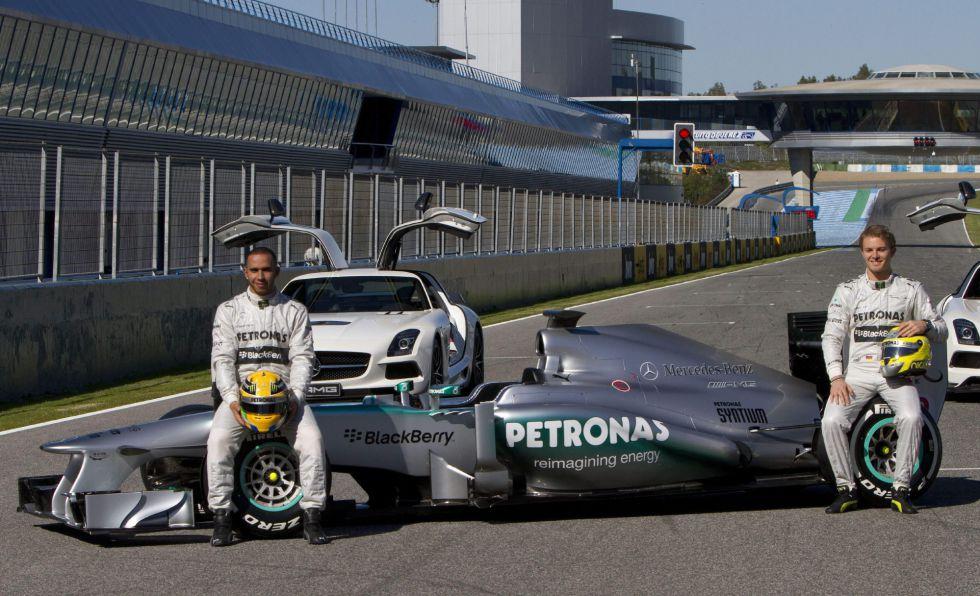Mercedes presenta el nuevo 'W04' para la próxima temporada