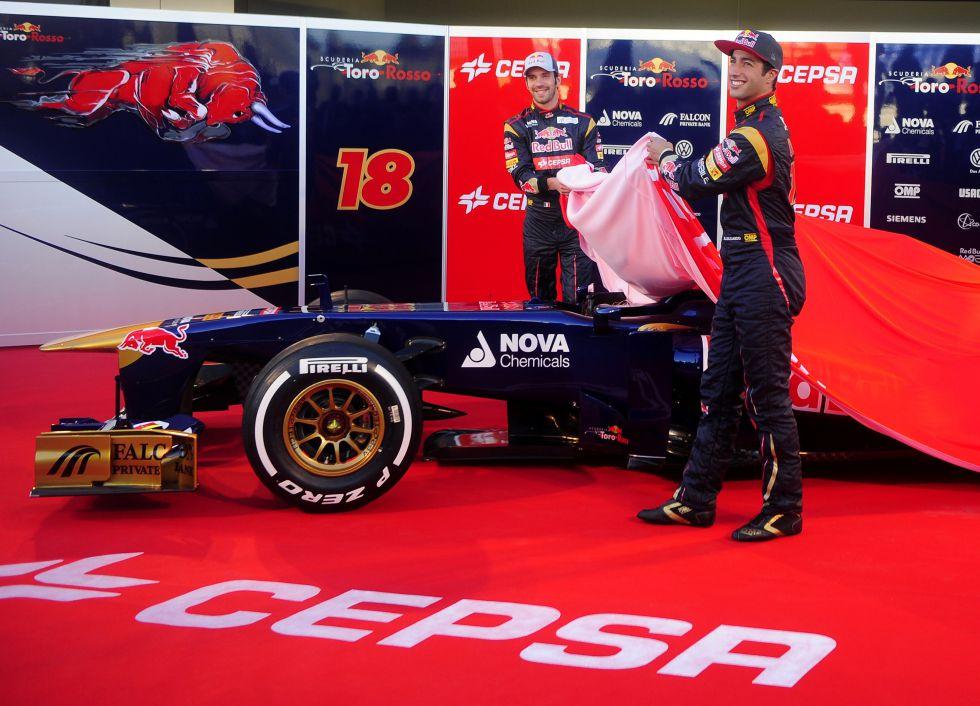 Toro Rosso presenta el coche de la empresa española Cepsa