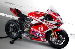 Checa ya disfruta de la 1199 Panigale del Ducati Alstare