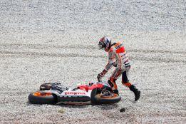 Marc Márquez sale ileso de su primera caída en MotoGP