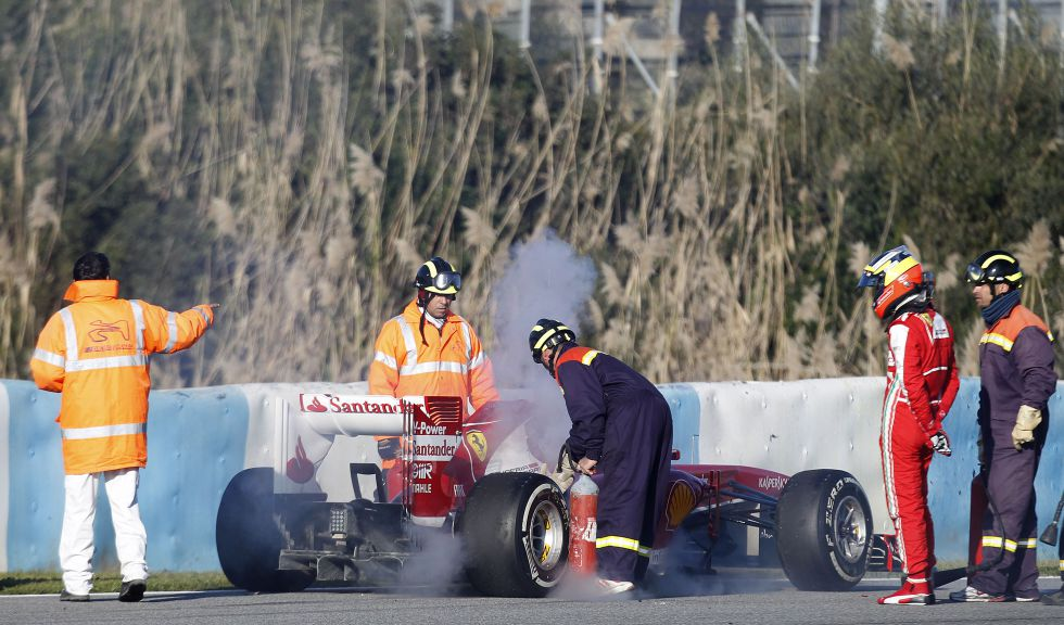 Problemas mecánicos para De la Rosa en su debut con el F138