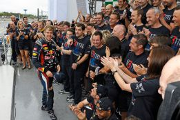 Red Bull confirma que Sebastian Vettel seguirá en el año 2014