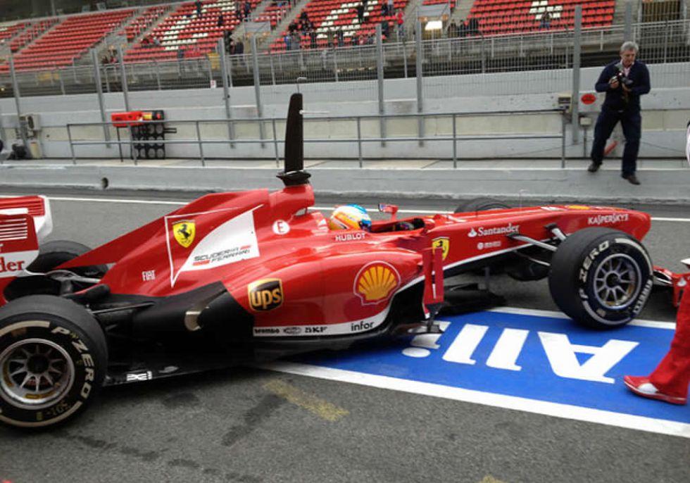 Fernando Alonso debuta con el nuevo Ferrari en Montmeló