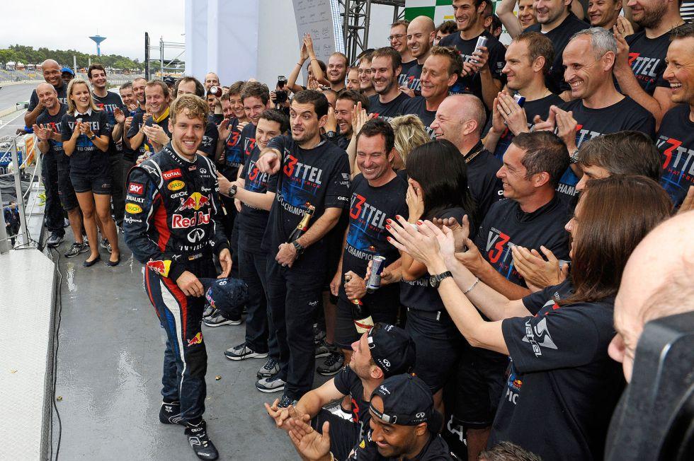 Vettel confirma en el debut de Alonso que el RB9 vuela