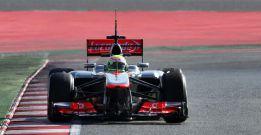 Pérez da el primer aviso en Montmeló y Alonso es quinto