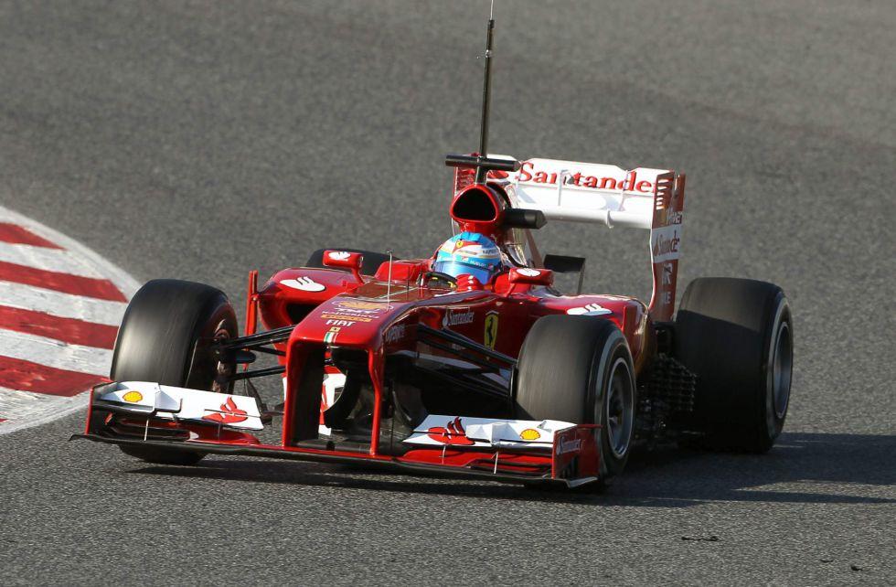 Fernando Alonso toma el mando en los test de Barcelona