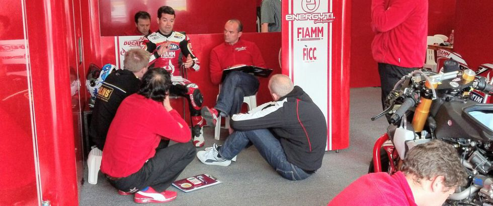 """Carlos Checa: """"Todavía tengo que domar del todo la Ducati"""""""