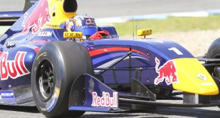 Sainz Jr. se toma la revancha con una victoria incontestable