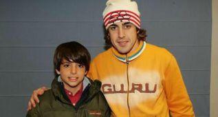 Alonso felicita a Carlos Sainz Jr. por el título de las World Series