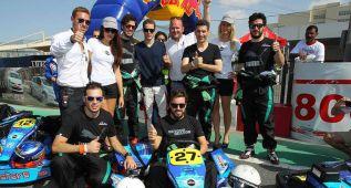 Alonso espera a McLaren compitiendo en karts en Dubái