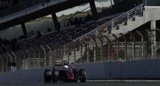 McLaren acaba el día por una fuga de aceite en el monoplaza
