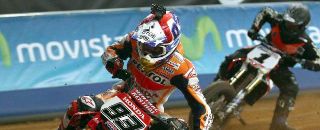 Márquez se rompió un dedo y le operaron: es duda para Jerez