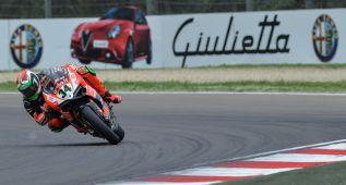 Giugliano regresa de su lesión con la pole en Imola