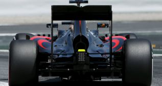 """El problema de frenos de Alonso fue por """"un plástico de su casco"""""""