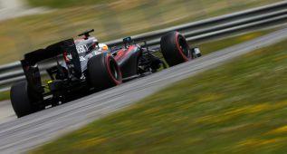 Alonso completa 104 vueltas y Rosberg es el más rápido