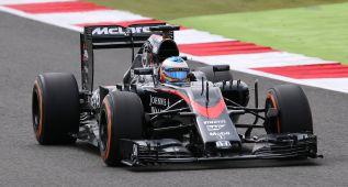 Hamilton domina; Sainz, sexto y Alonso, con problemas