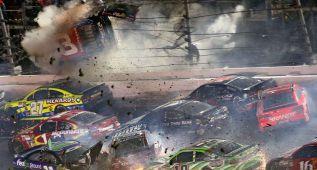 Espectacular accidente en la última carrera de la Nascar