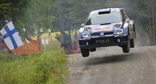 Jari-Matti Latvala abre hueco con Sebastien Ogier en Finlandia