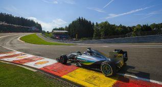 Hamilton sonríe en Spa, Sainz asoma y Alonso vuelve a sufrir