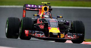 Red Bull y Mercedes dominan bajo la lluvia de Suzuka