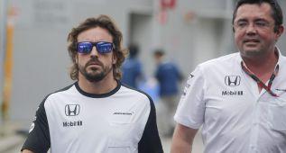 "Alonso: ""Me pasan como si fuera un GP2, es vergonzoso"""