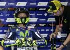 Susto y caída de Rossi en el test de Michelin en Aragón