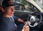 Verstappen ya puede conducir en la calle tras sacarse el carné