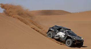Carlos Sainz vuelve a ganar y es más líder en Marruecos