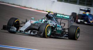 Pole de Rosberg con Alonso decimosexto y Merhi 19º
