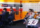 Manda Márquez en el inicio de Michelin con carrusel de caídas