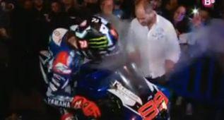Lorenzo se quema la pierna al iniciar su celebración en Palma