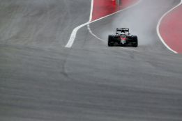 Vettel acaba primero en los test de lluvia de Pirelli