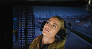 Carmen Jordá sigue como piloto de desarrollo de Renault