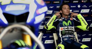 """Rossi: """"Prefiero la moto sin 'alas' y además, es más bonita"""""""