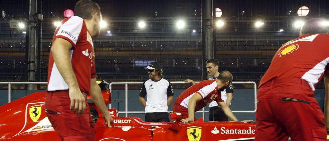 ¿Presentación de McLaren? Circuito cerrado, rueda Ferrari