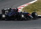 Fernando Alonso asoma la cabeza en Barcelona