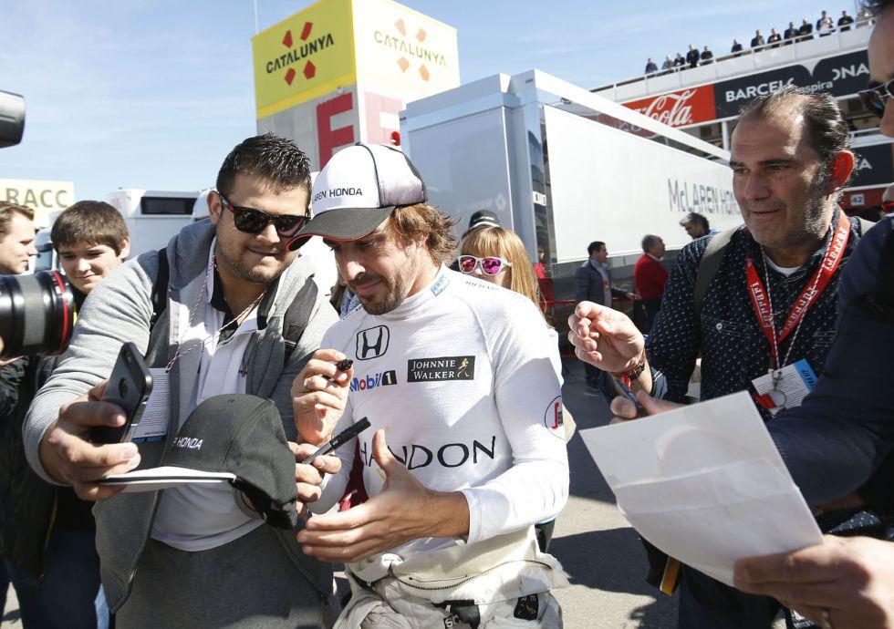 Fernando Alonso dice que decidirá su futuro en 2017 y habla de su pasado en McLaren y de su salida en Ferrari.
