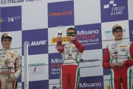Mick Schumacher arrolla en su debut en la Fórmula 4 italiana.